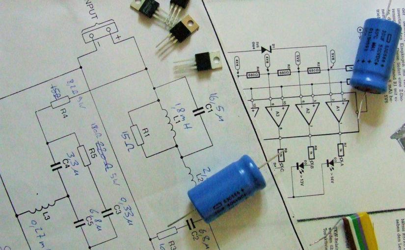 Schaltplan, Kondensatoren, Transistoren